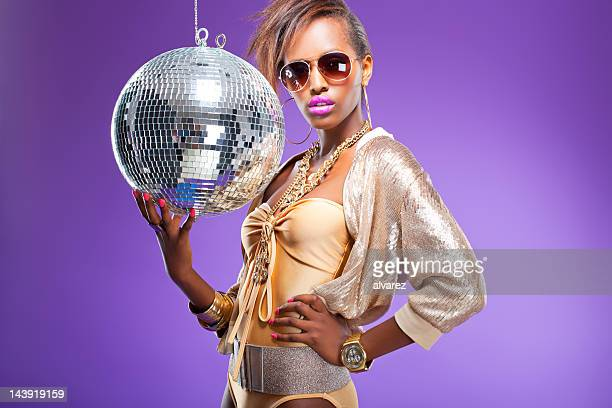 Mode-Modell mit disco ball