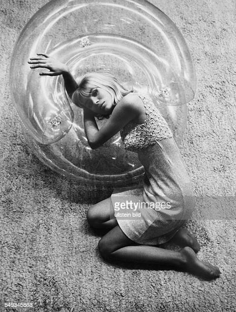 Fashion model with inflatable armchair from designer Quasar in the sixties