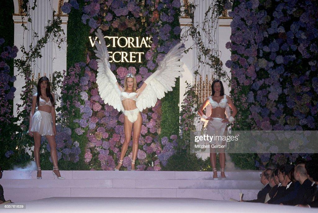 Victoria's Secret Fashion Show : News Photo