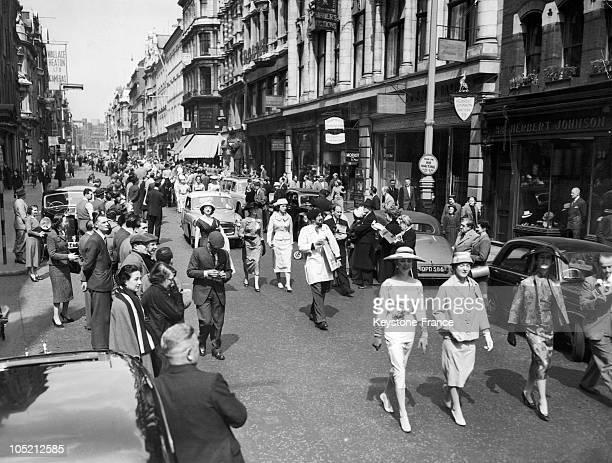 Fashion Parade In Bond Street In London