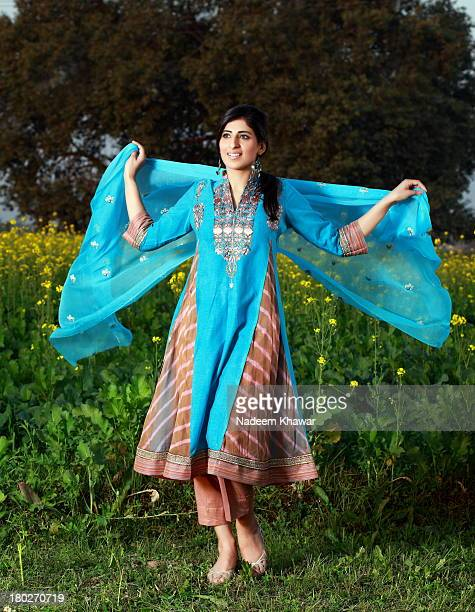 fashion - dupatta stock pictures, royalty-free photos & images
