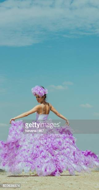 fashion picture of the bride on the beach