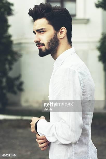 Moda Ritratto di bell'uomo Barbuto.