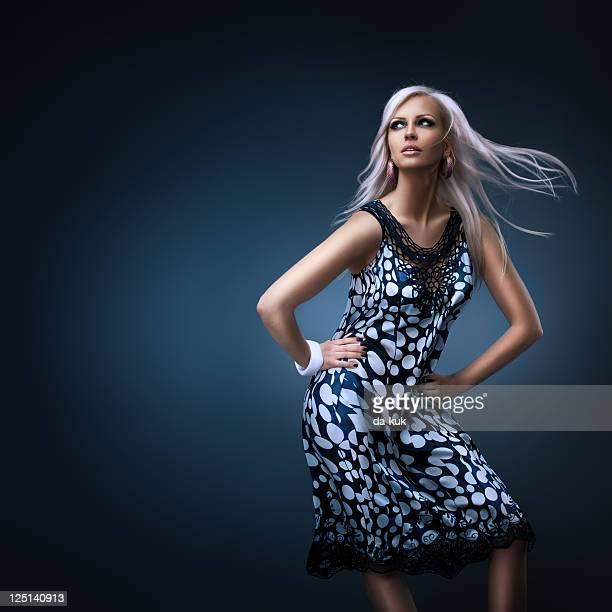 Mode-Porträt der jungen Frau