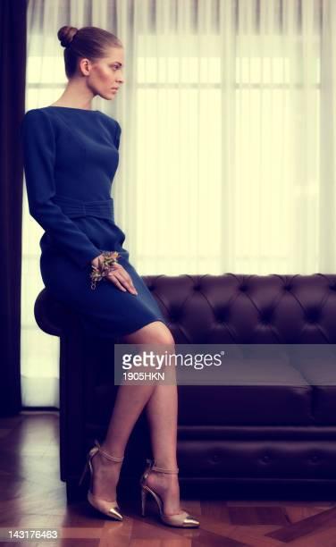 Retrato de moda de mujer joven