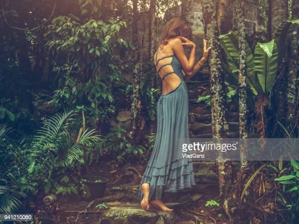 pose de moda na tailândia - vlad models - fotografias e filmes do acervo