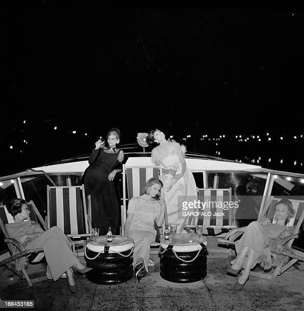 Fashion Presentation On The Seine France Paris 23 aout 1962 présentation de mode sur un bateau mouche voguant sur la Seine Ici la nuit des mannequins...