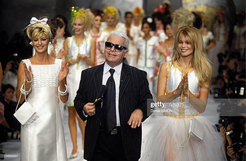 Fashion: Ready To Wear Spring -Summer 1996 In Paris, France On October 14, 1995. : News Photo