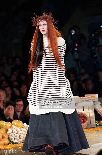 Fashion Ready To Wear SpringSummer 98 Chloe Show On October 14th 1997 In ParisFrance