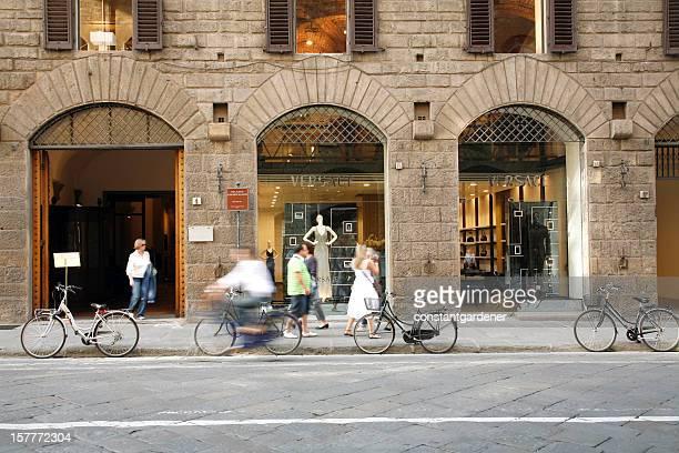 ファッションショッピングに Versace フィレンツェ校(イタリア)
