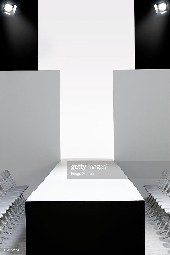 Fashion show and empty catwalk : Bildbanksbilder