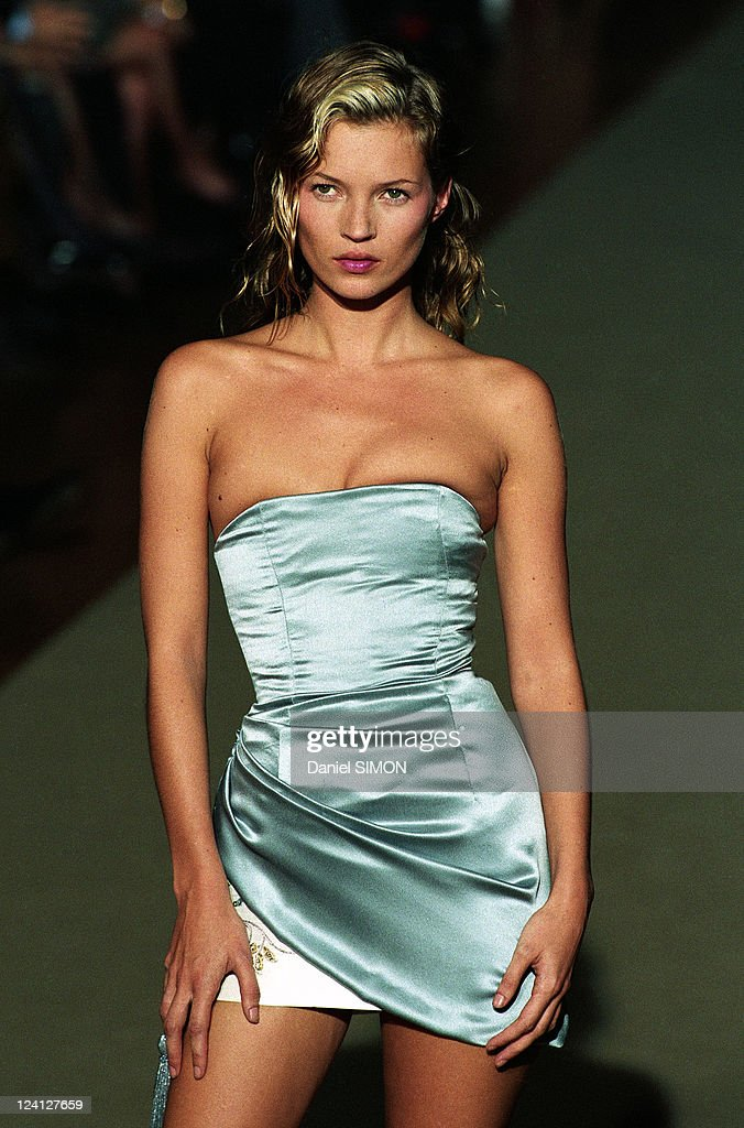 Fashion Show: Ready To Wear, Spring -Summer 1998 In Paris, France On October 14, 1997. : ニュース写真
