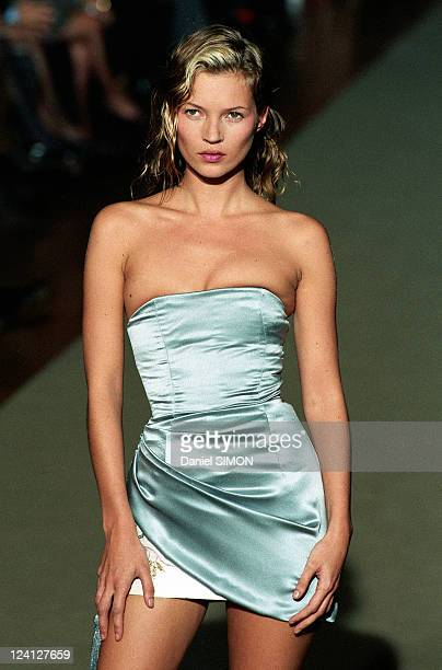 Fashion show: Ready to wear, Spring -Summer 1998 In Paris, France On October 14, 1997 - Chloe, Kate Moss.