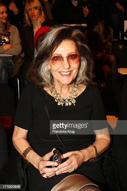 Ehemalige Chefredakteurin Der Vogue Angelica Blechschmidt Bei Der Scherer Gonzalez Modenschau