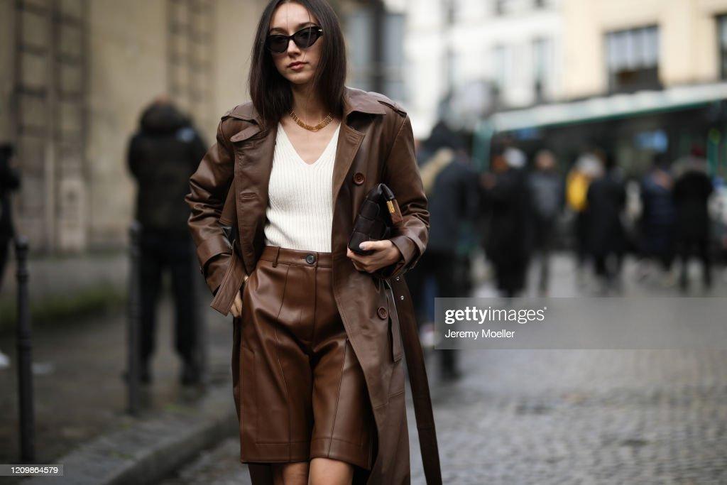 Street Style  - Paris Fashion Week - Womenswear Fall/Winter 2020/2021 : Day Six : Photo d'actualité