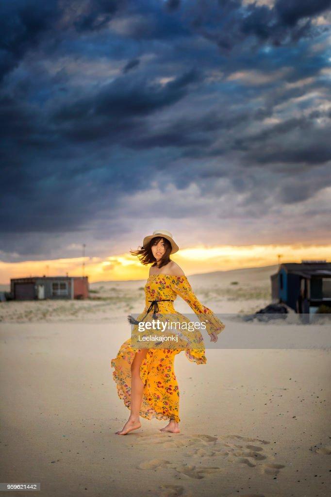 Fashion woman in Tin city : Stock-Foto