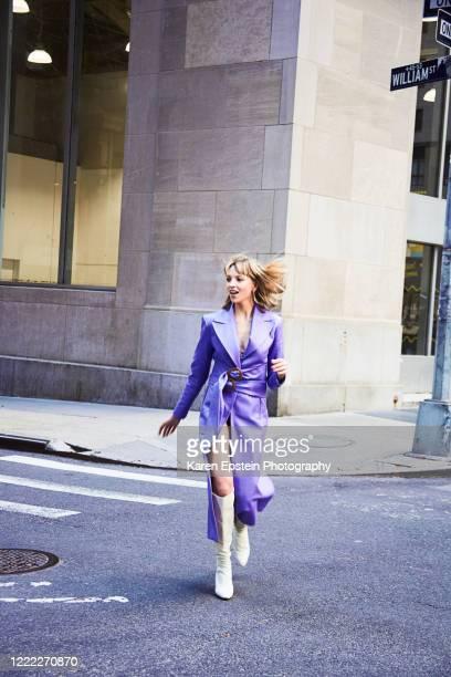fashionable woman running towards camera - semaine de la mode photos et images de collection