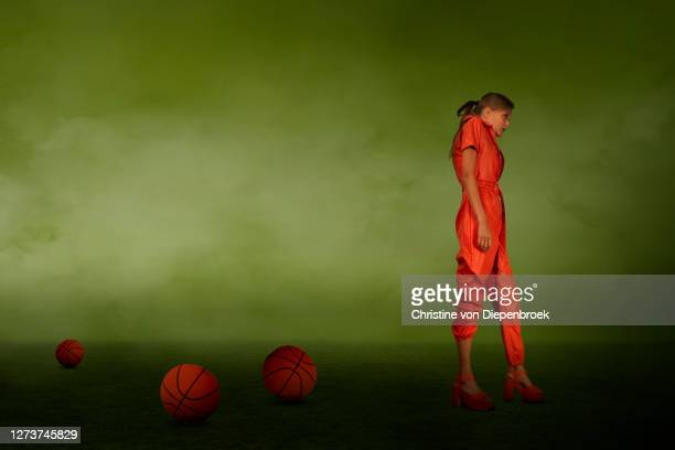 fashionable woman with baseballs on meadow - gras fotografías e imágenes de stock