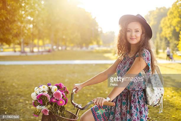 Mode femme avec vélo vintage