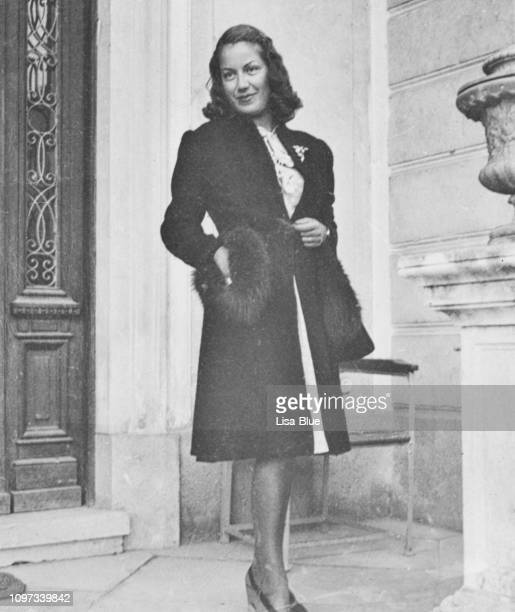 fashionable young woman in 1941 - 20th century stock pictures, royalty-free photos & images