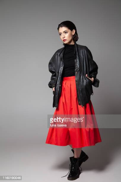 fashionable young woman standing with black jacket in studio - jaqueta - fotografias e filmes do acervo