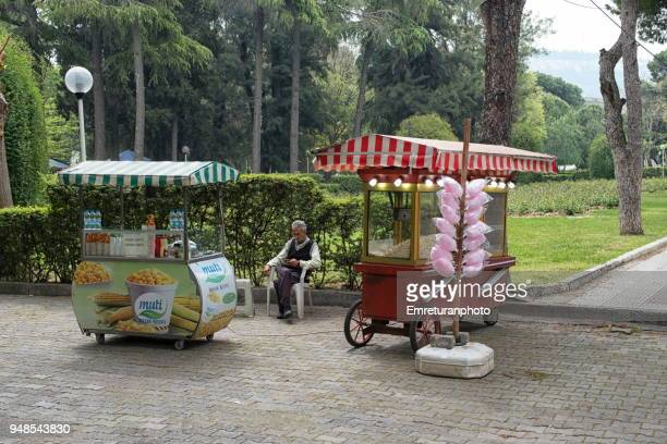 fast food and sweet vendor with a salesman in a public park. - emreturanphoto stock pictures, royalty-free photos & images