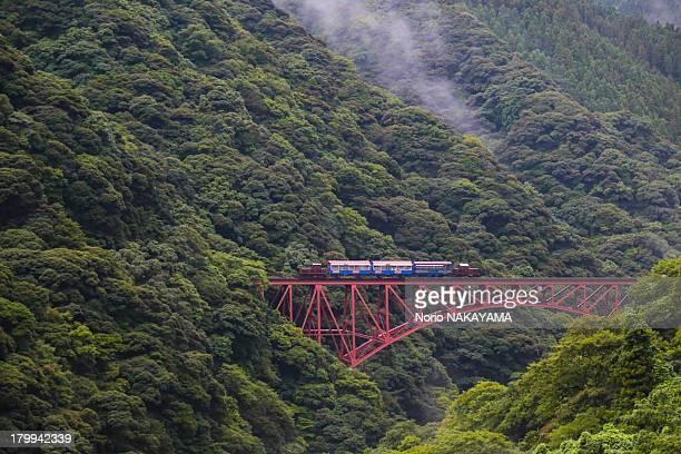 fast shirakawa bridge - minamiaso kumamoto stock pictures, royalty-free photos & images