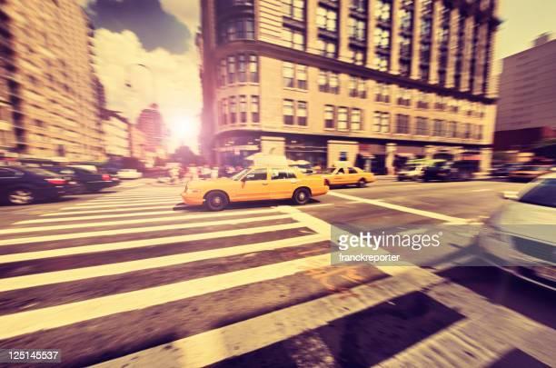 Fast タクシーパンニングで Susent -ニューヨークマンハッタンに