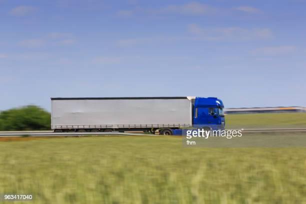 a fast truck on the highway (germany) - camión articulado fotografías e imágenes de stock