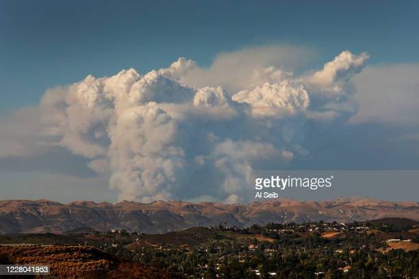 Fast-moving brush fire blacked 400 acres in an hour this afternoon in the Lake Hughes area as seen from Thousand Oaks in Ventura County this...