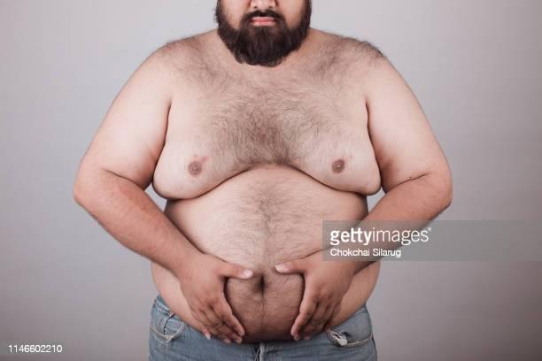 fat man with body hair. - grote borsten stockfoto's en -beelden