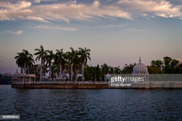 fateh sagar lake, udaipur, rajasthan, india - udaipur stock pictures, royalty-free photos & images