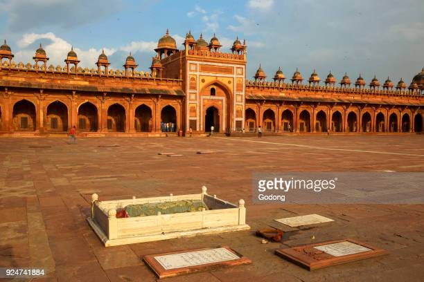 Fatehpur Sikri founded in 1569 by the Mughal Emperor Akbar served as the capital of the Mughal Empire from 1571 to 1585 Courtyard of the Jama Masjid...