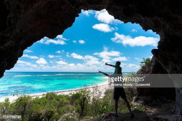 father and child in sea cave, two foot bay, barbuda, caribbean - isla de antigua fotografías e imágenes de stock