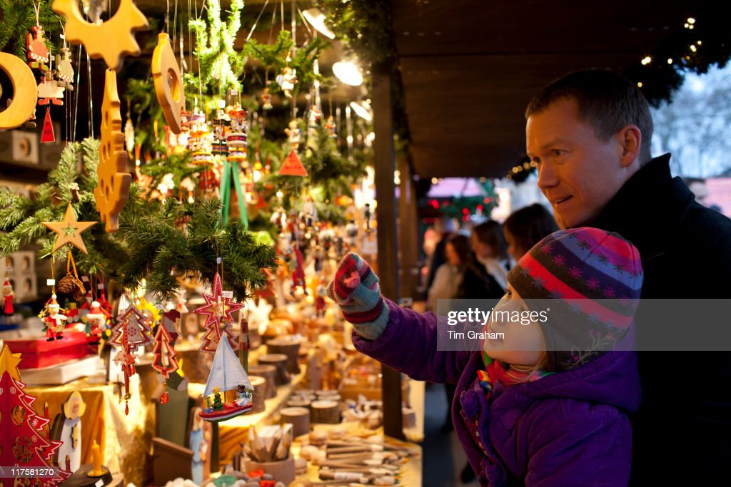 Father and Child at Christmas Market in London : News Photo