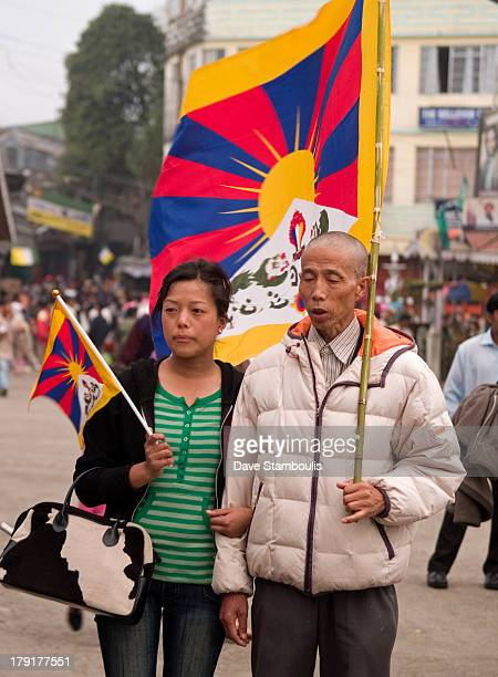 CONTENT] father and daughter at Tibetan protest in Darjeeling India