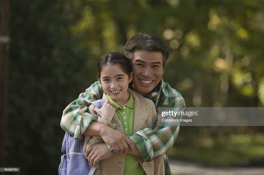 Father and daughter embracing : Stockfoto