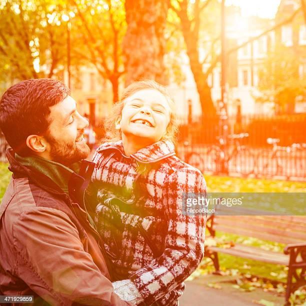 Vater und Tochter Spaß im Park