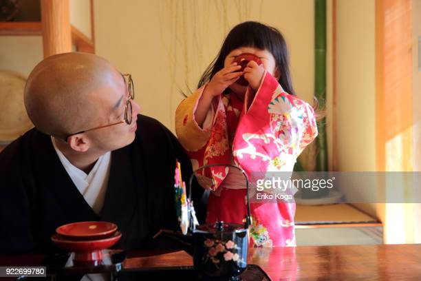 father and daughter in kimono acting funny - dia de ano novo imagens e fotografias de stock