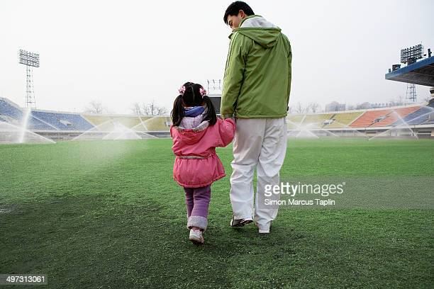 father and daughter in stadium - center athlete stock pictures, royalty-free photos & images