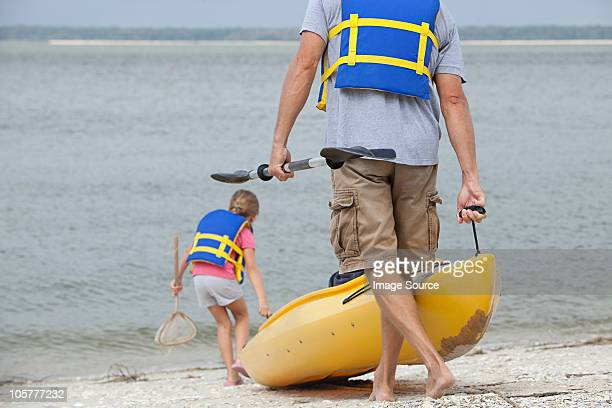 father and daughter kayaking - hilton head stock pictures, royalty-free photos & images