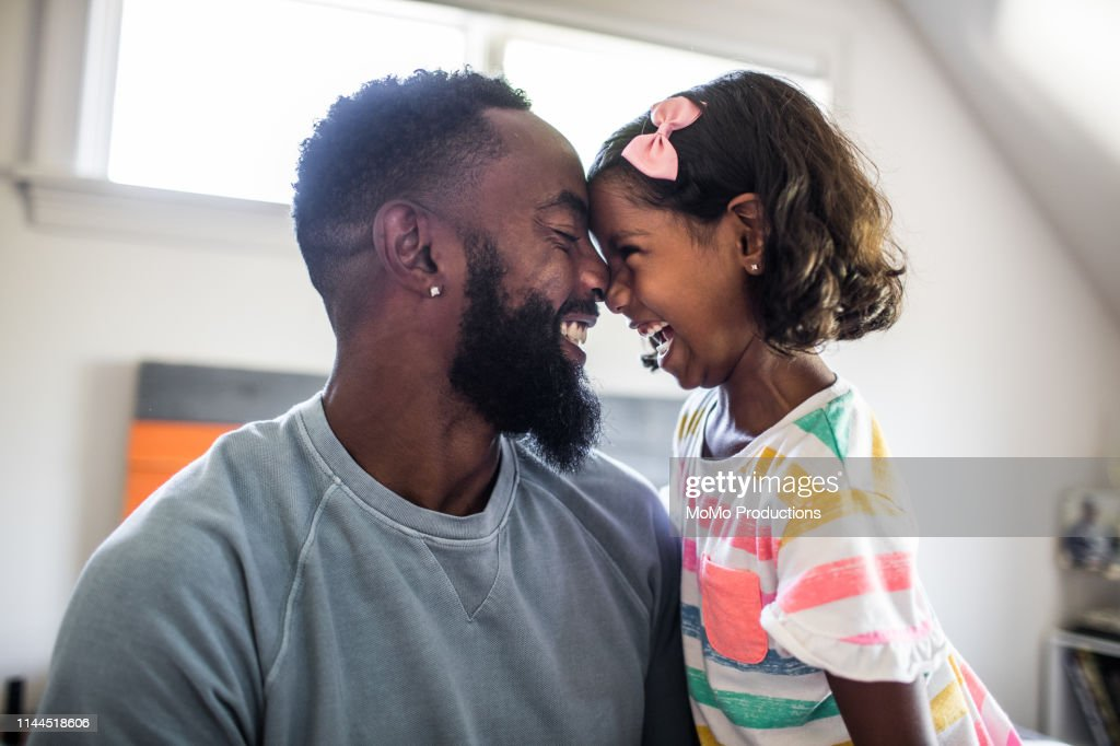 father and daughter laughing in bedroom : Stockfoto