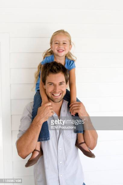 father and daughter - 2010 2019 stock pictures, royalty-free photos & images