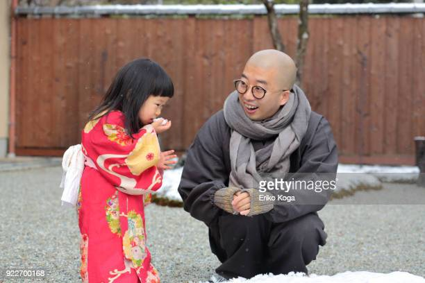 father and daughter playing with snow - 僧 ストックフォトと画像