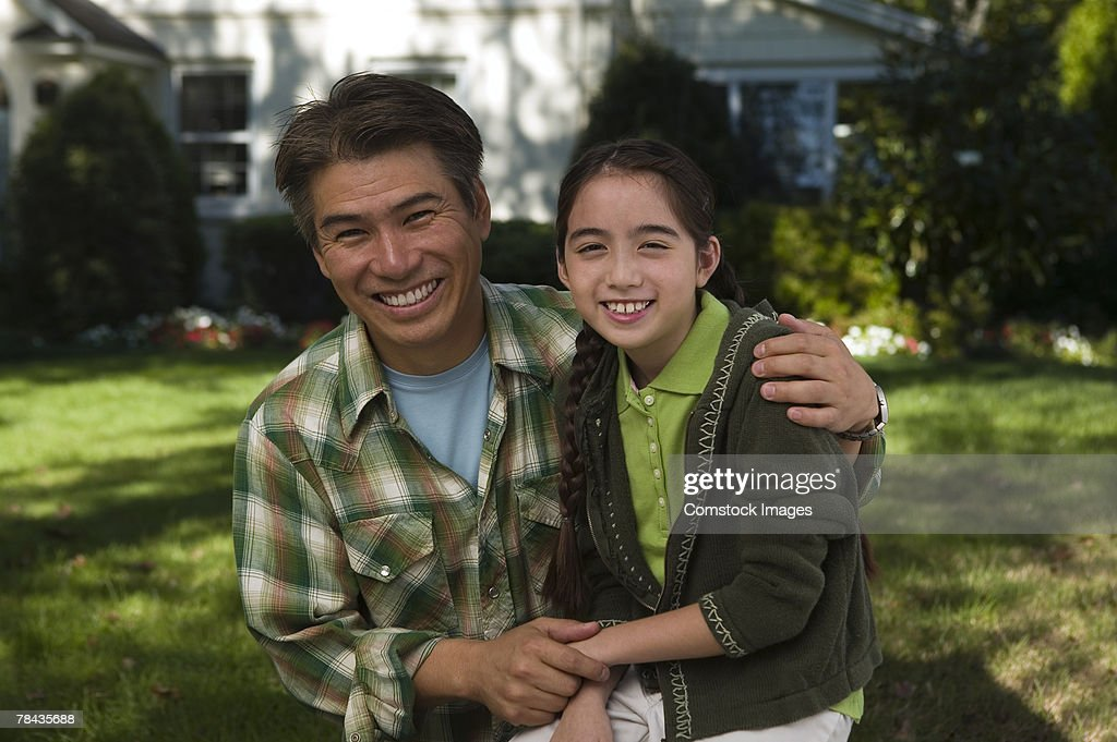 Father and daughter smiling : Stockfoto