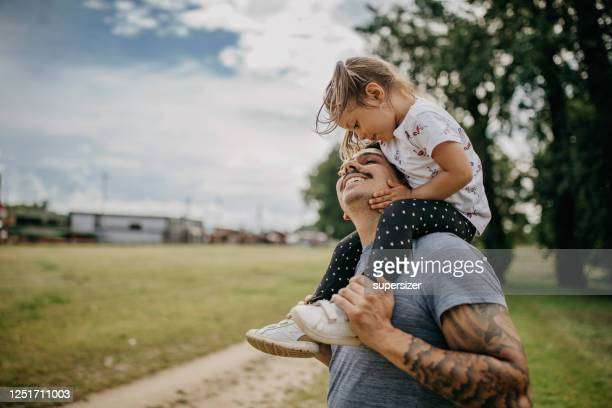 father and daughter spend quality time together - fathers day stock pictures, royalty-free photos & images
