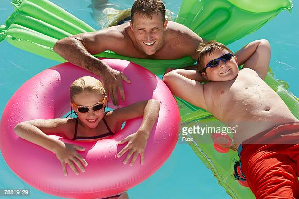 father and kids relaxing in swimming pool - chubby boy - fotografias e filmes do acervo