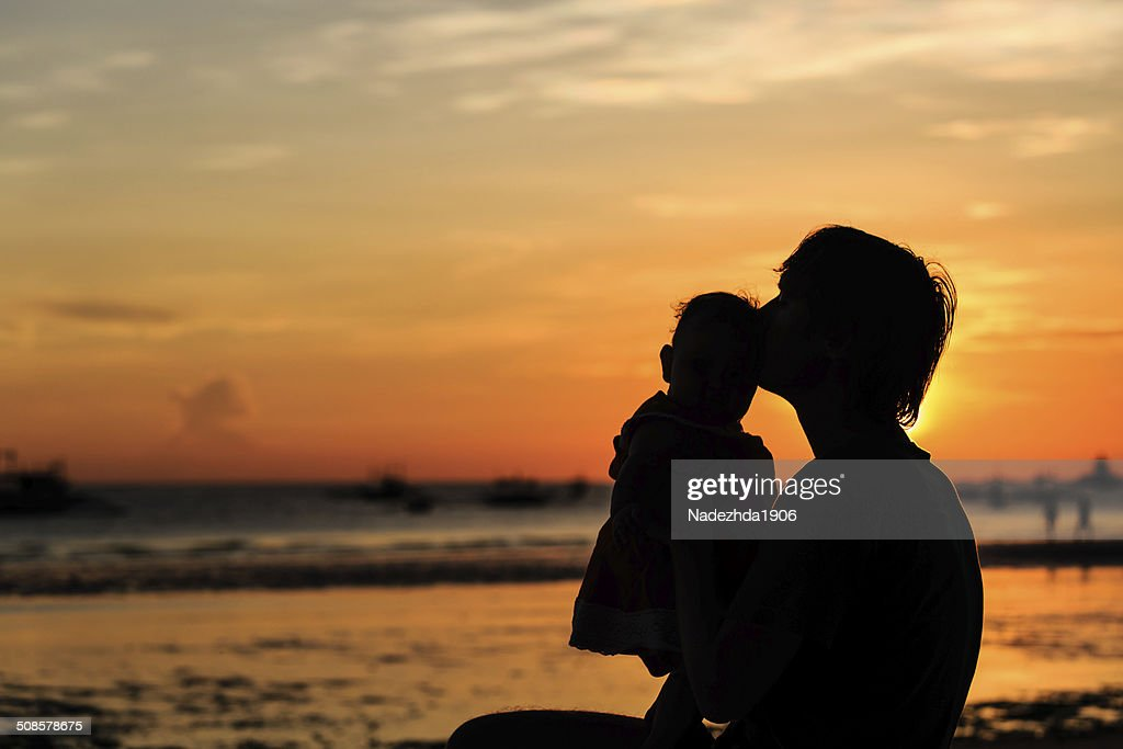 Father and little daughter on beach at sunset : Stockfoto