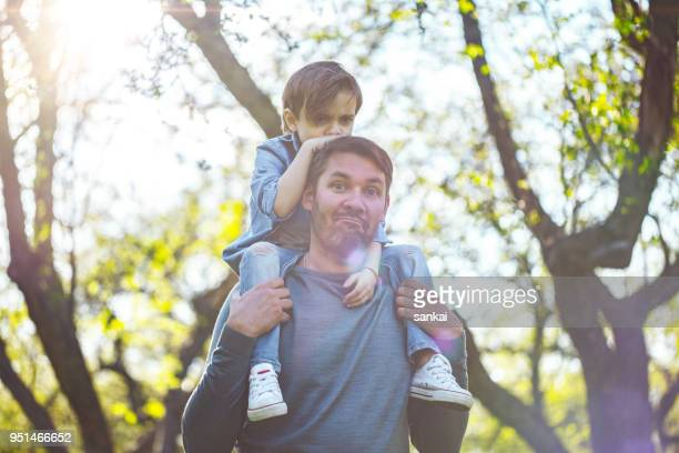 Padre y en un paseo