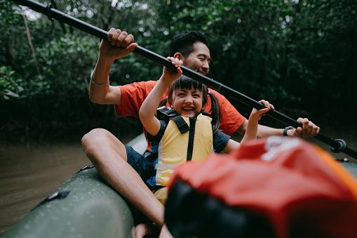 Father and preschool girl paddling kayak together in mangrove swamp, Japan - gettyimageskorea